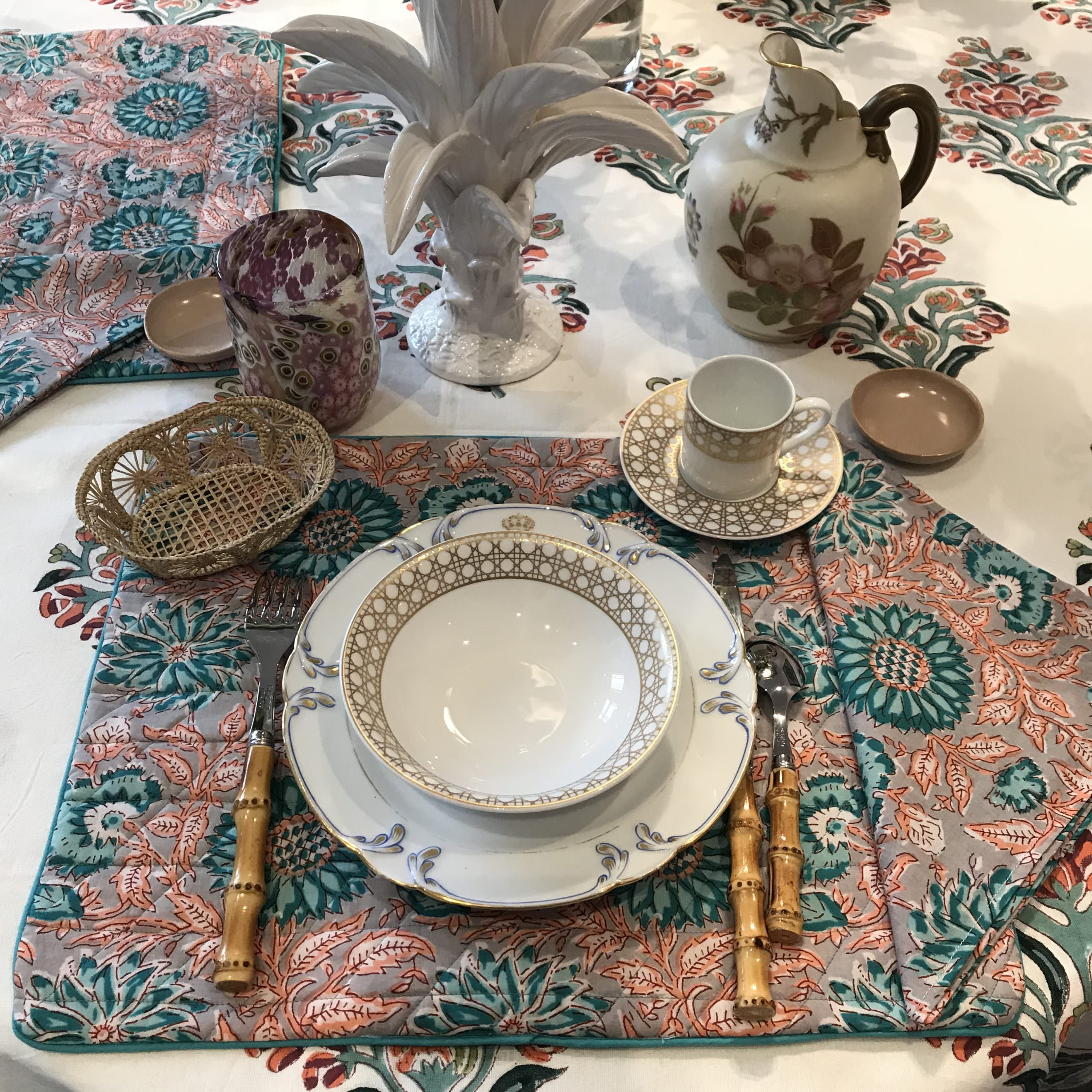 Table sets and napkins